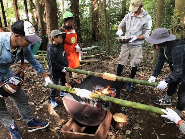プレーパーク:火を使ってバームクーヘン作り!
