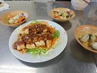 ミールキットの「野菜と食べる油淋鶏」に野菜を足して、ちょっと豪華に。