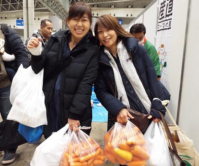 買い物中の参加者の写真