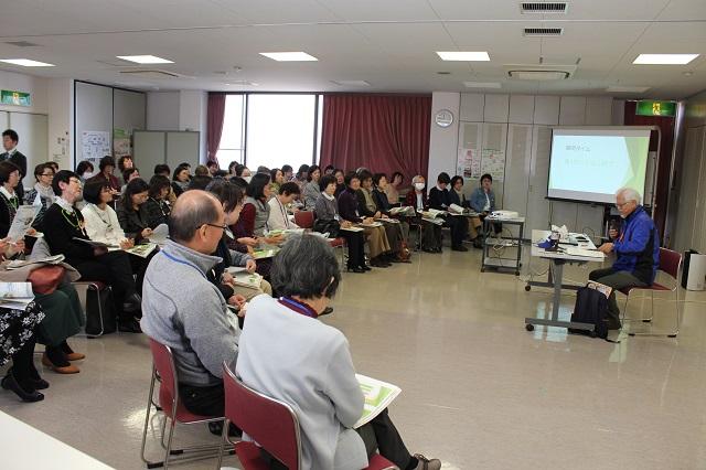 【記念講演「地域づくりへの参加」 講師:尾崎靖宏さん】<br>地域づくりの活動内容や地域でのつながりづくりのポイントなどをお聞きし交流しました