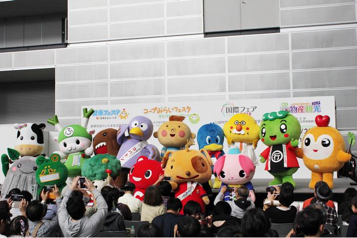 ステージではキャラクターが大集合しました(メインステージ)の写真
