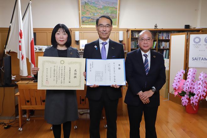 左から、新井理事長、大野知事、コープデリ連合会永井伸二郎副理事長