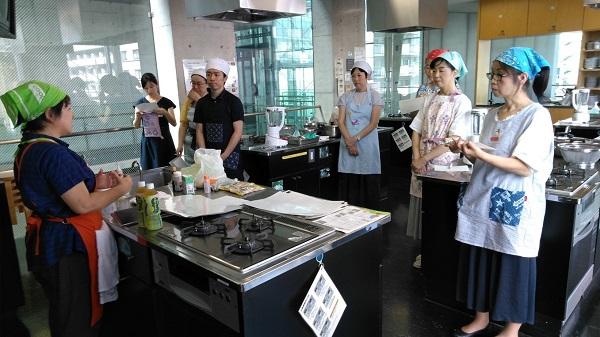 千葉県家庭部会柏地区研修会で大豆製品と大豆から出る副産物について学習しました。