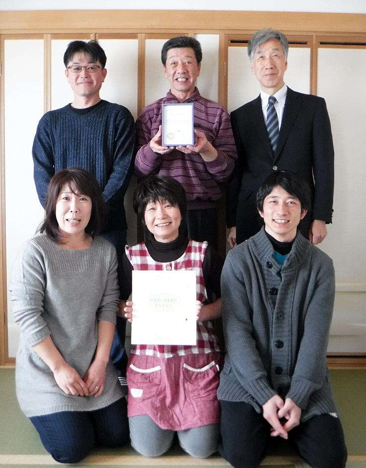 外山会長と皆さん、赤松理事長の写真