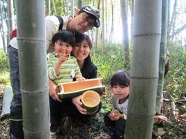 次回の寄せ植えに使う花器を、自分たちで竹を切って作りました。