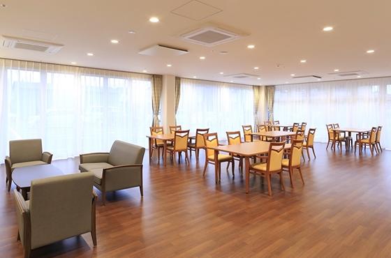 地域の方と入居者が交流できるように、カフェダイニングは昼間開放しています