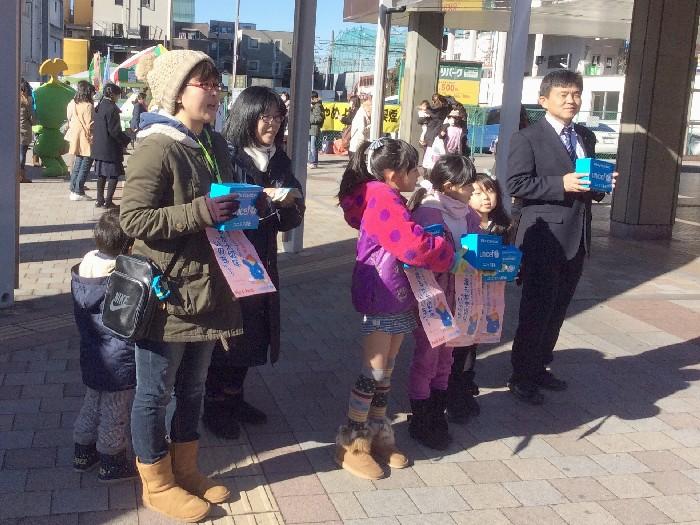 松本武洋和光市長(写真右)も呼びかけに参加いただきました(東武東上線和光市駅)