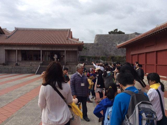 沖縄の歴史や戦時中のお話を聞きました(首里城)