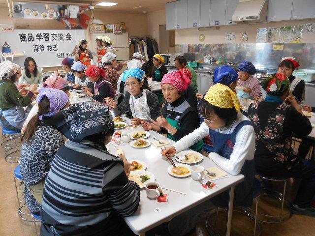 料理をみんなで試食し生産者と交流しました(2月4日 コーププラザ浦和)