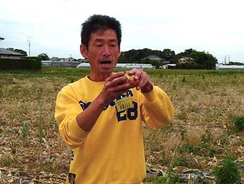 玉ネギ生産者の緑川さんの写真