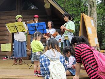 竹笛の演奏の写真